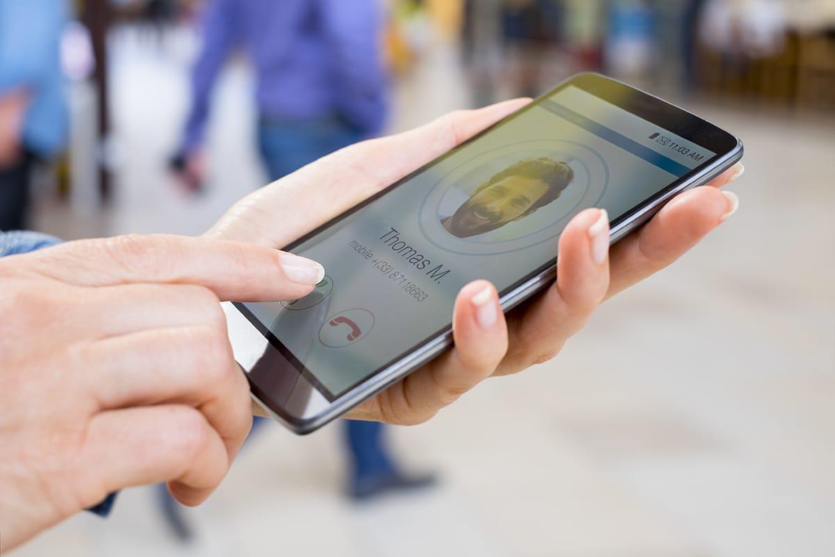 Avec nos solutions clavier codé ou interphone, contrôlez vos accès simplement sur votre propre téléphone fixe, Smartphone ou tablette !