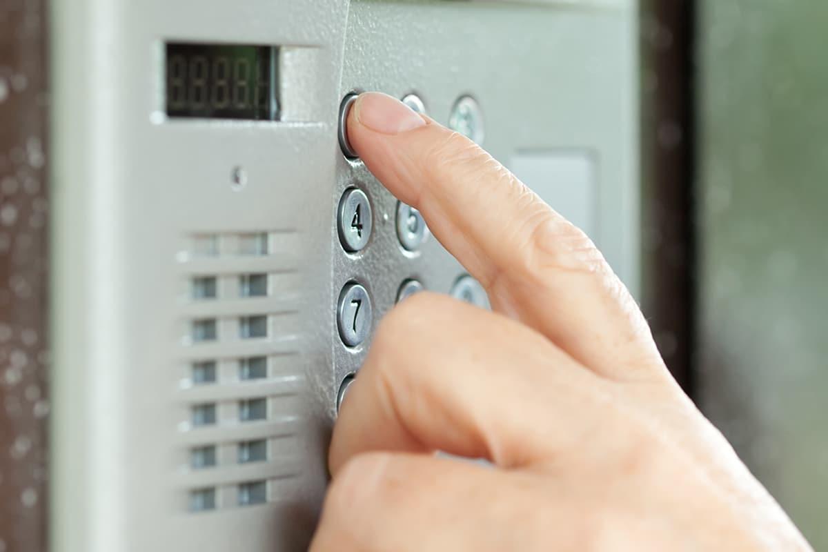 Les claviers codés permettent un contrôle des accès des immeubles.